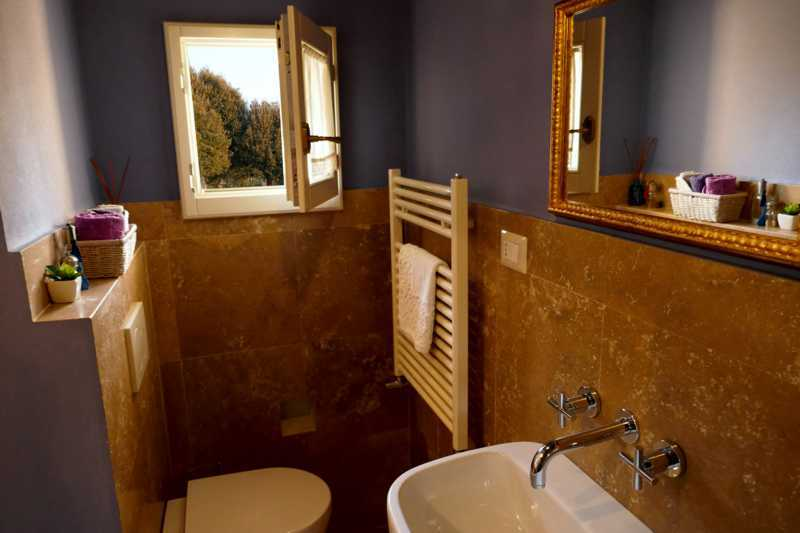 B&B Ortensia bathroom Cortona